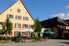 Gasthaus mit Biergarten