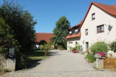 Ehemalige Hofstelle mit grünem und offenen Hof